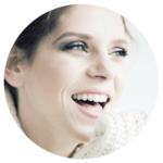 Femme heureuse qui sourit